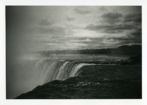 Niagra falls by Guy Bisson